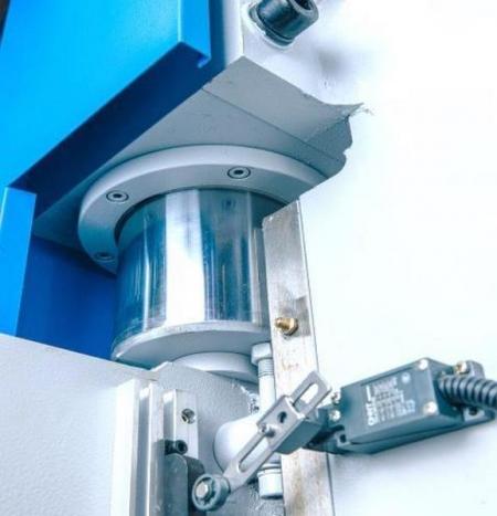 Фото гидроцилиндра MetalTec HBM 40/2500