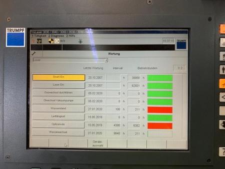 Фото экрана станка TRUMPF 3030 с наработкой в часах